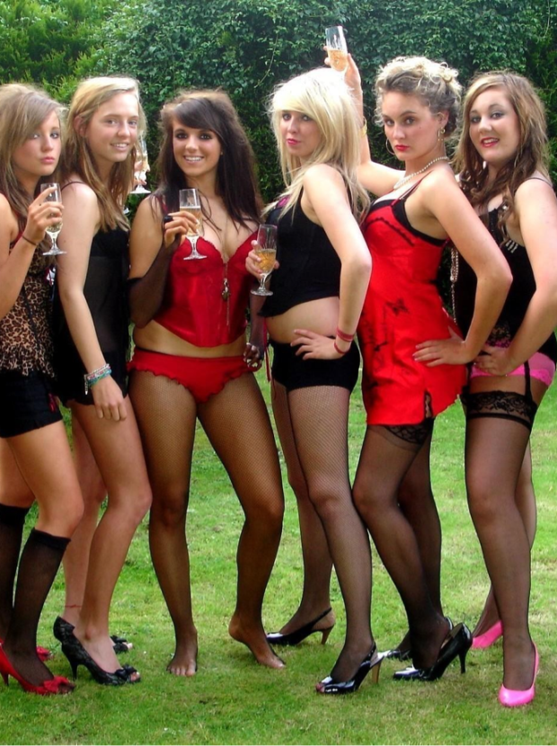 8 hot girl trip.