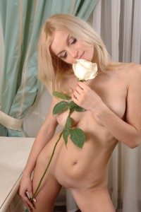 Horny-blonde-with-very-big-pussy-lips-at-luxury-apartments-12