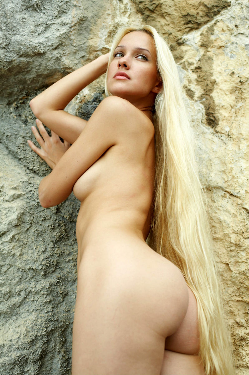 Blond with long hair and nice tits