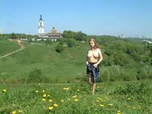 Amateur-russian-girl-takes-off-her-dress-and-posing-naked-at-public-park-1