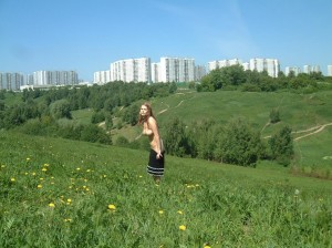 Amateur-russian-girl-takes-off-her-dress-and-posing-naked-at-public-park-3