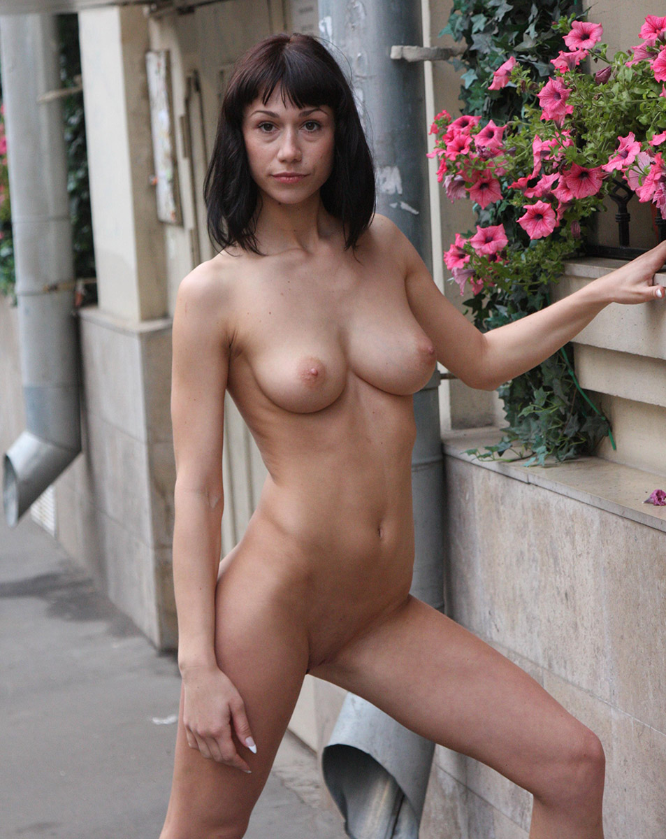 Free Nude Pictures and Porno Videos