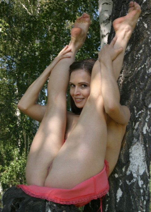 Athletic-girl-with-a-pink-skirt-shows-her-sweet-pussy-in-the-woods-10
